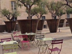 fait maison-marseille-restaurant-cusine fait maison-café des épices-terrasse-oliviers-pots-assiette