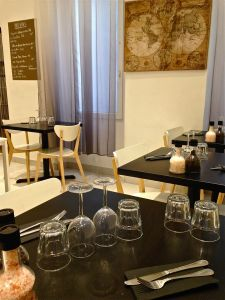 marseillefaitmaison-marseille-fait maison-restaurant-cuisine du monde-cuisine maison-tradition-provence-aux antipodes-rue sainte-plats brésliens-produits frais-tomates-salle