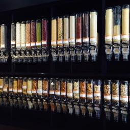 marseillefaitmaison-marseille-fait maison-restaurant-bio-magasin bio-epicerie bio-bar à vin-vegan-végétarien-végétalien-la table be organic-graines vrac