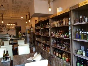 marseillefaitmaison-bien-etre-et-petits-plats-beepp-cusine-fait-maison-marseille-bio-produits-locaux-epicerie-bio-sante-tarte-maison-salle-restaurant-salon-de-the