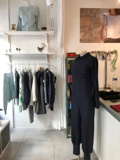 lescigales-marseillefaitmaison-laciotat-boutique-atelier-couture-creatrices-bijoux-broderie-prêt a porter- la ciotat-vêtements-mode-benechap-combinaison-matieres